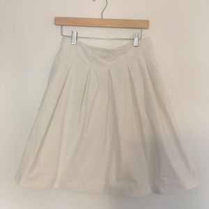Uniqlo White pleated A-line skirt with pockets